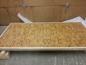 <b>Maple end grain</b><br />Double Dovetail Construction, packed for shipping